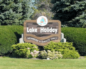 lake holiday entrance sign